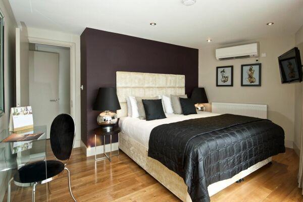 Master Bedroom, Lovat Lane Serviced Apartments, Monument
