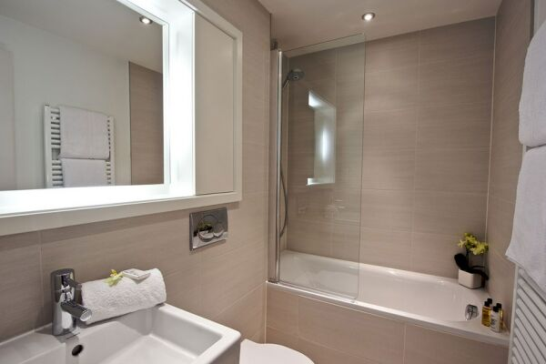 Bathroom, Lovat Lane Serviced Apartments, Monument