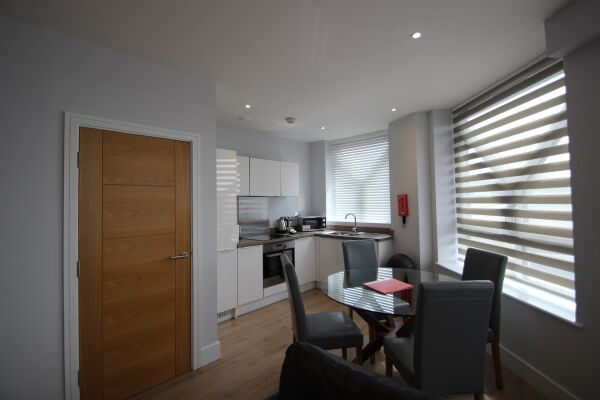 Dining Area and Kitchen, Ringside Serviced Apartments, Bracknell