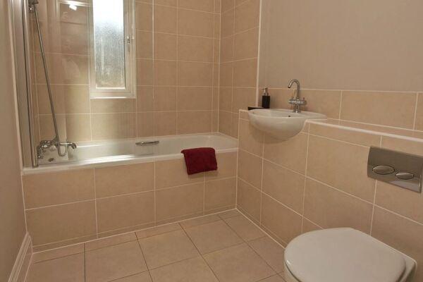 Bathroom, Keller Court Serviced Apartments, Horsham