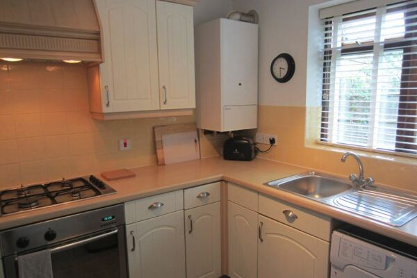 Kitchen, Moonsgate Serviced Apartments, Horsham