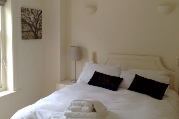 Bedroom, Douglas House Serviced Apartment, Cheltenham