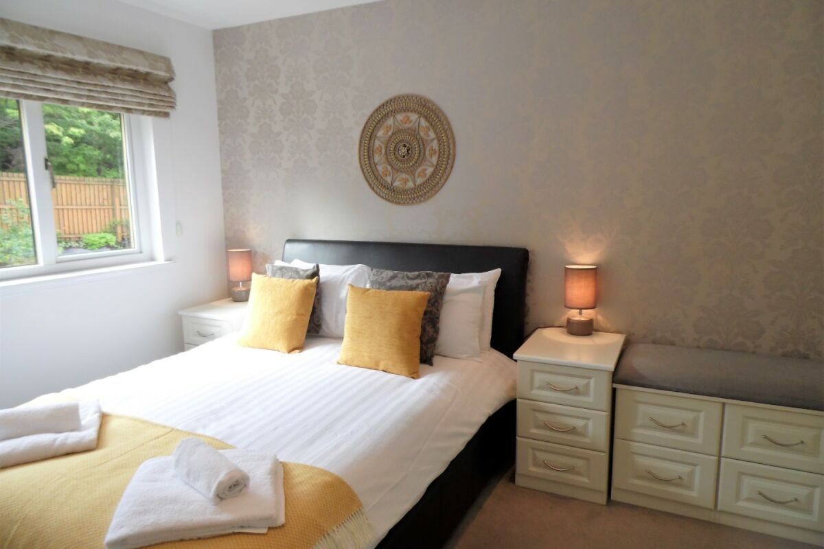 Bedroom, Canonbie House Serviced Accommodation, East Kilbride, Lanarkshire