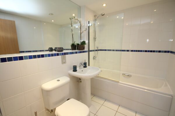 Bathroom, The Napoleon Serviced Apartment, Leamington Spa