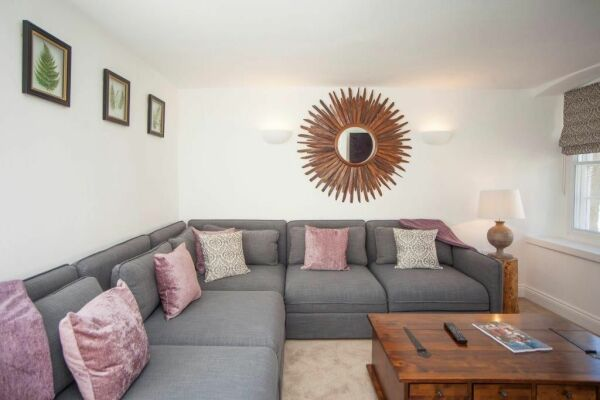 Living Area, Ralph Allen Cottage Serviced Accommodation, Bath