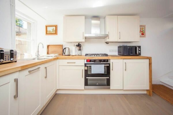 Kitchen, Ralph Allen Cottage Serviced Accommodation, Bath