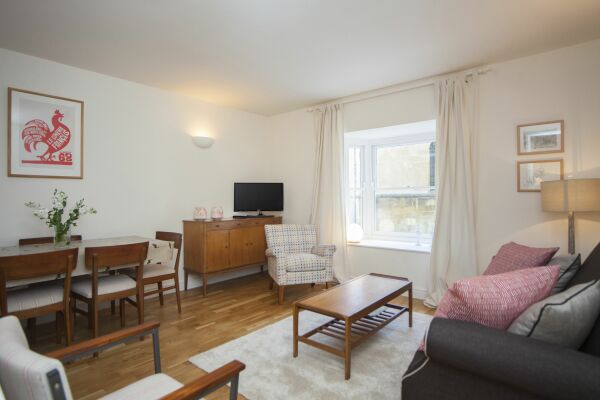Living and Dining Area, Sydney Stables House Serviced Accommodation, Bath