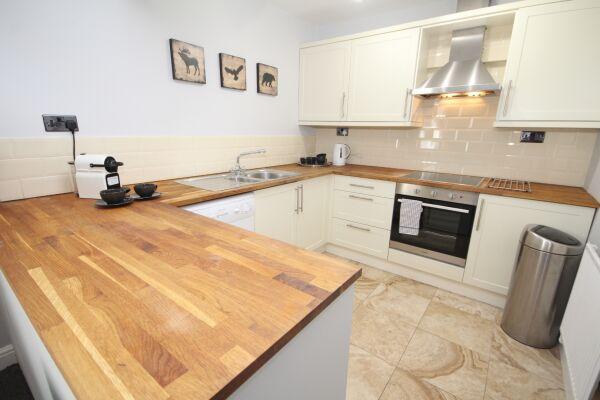 Kitchen, The Courtyard Serviced Apartment, Leamington Spa