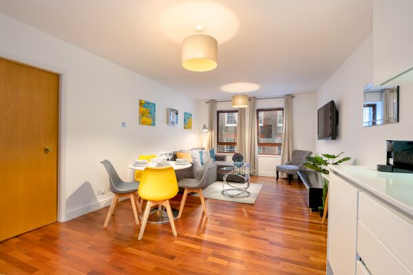 Open Plan Living Area, Trafalgar Place Serviced Apartment, London
