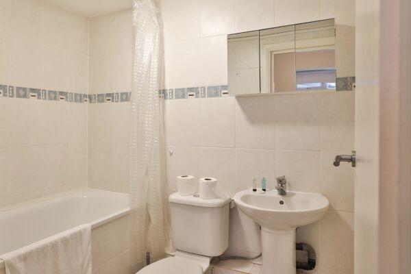 Bathroom, Edgware Road Serviced Apartment, London
