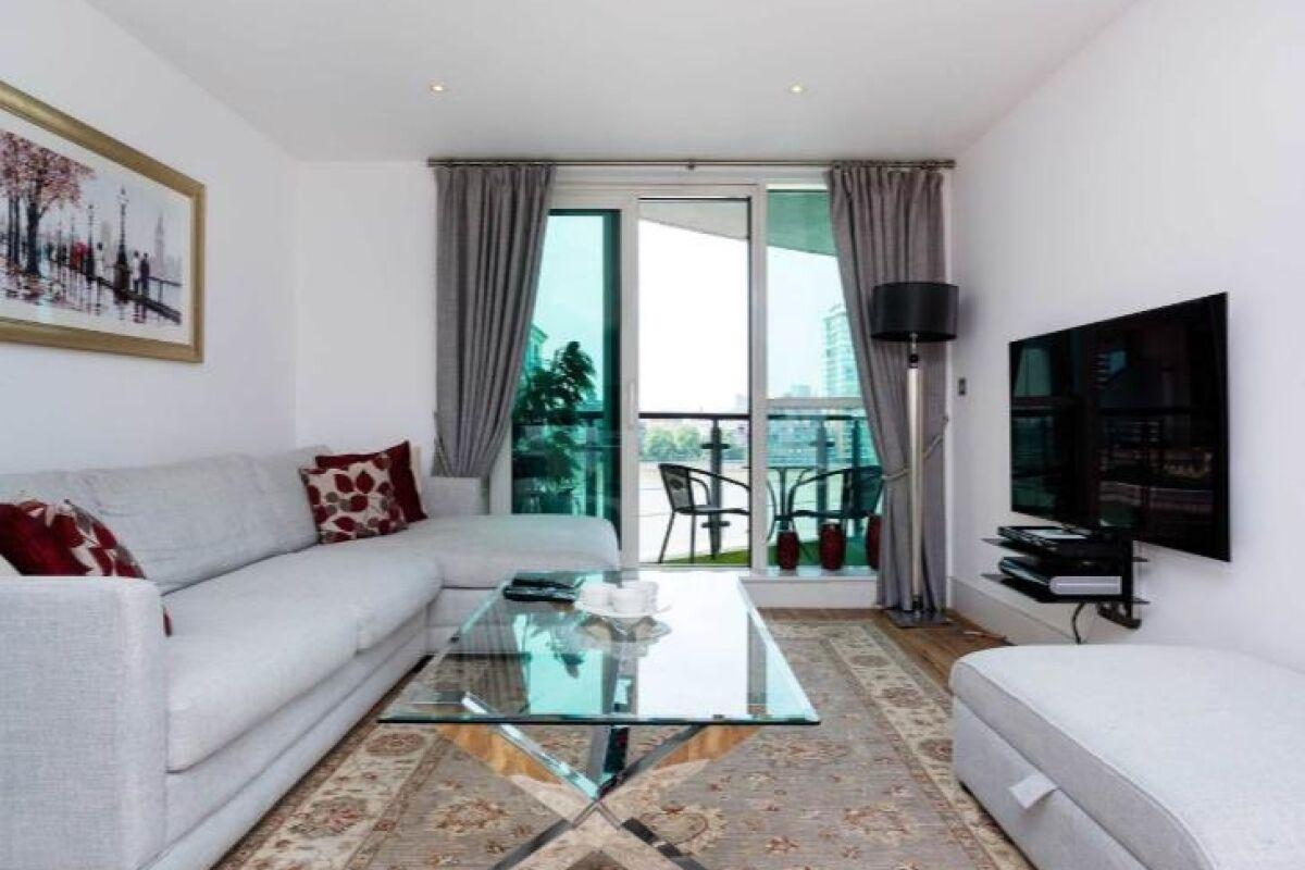 Living Area, Vauxhall Bridge Serviced Apartment, London