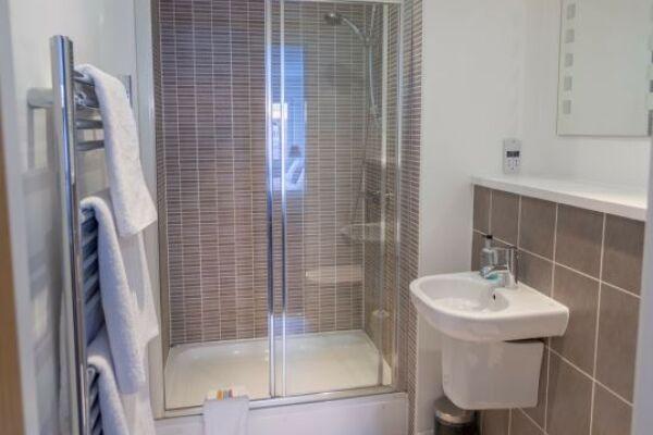 Bathroom, Quayside Serviced Apartments, Cardiff