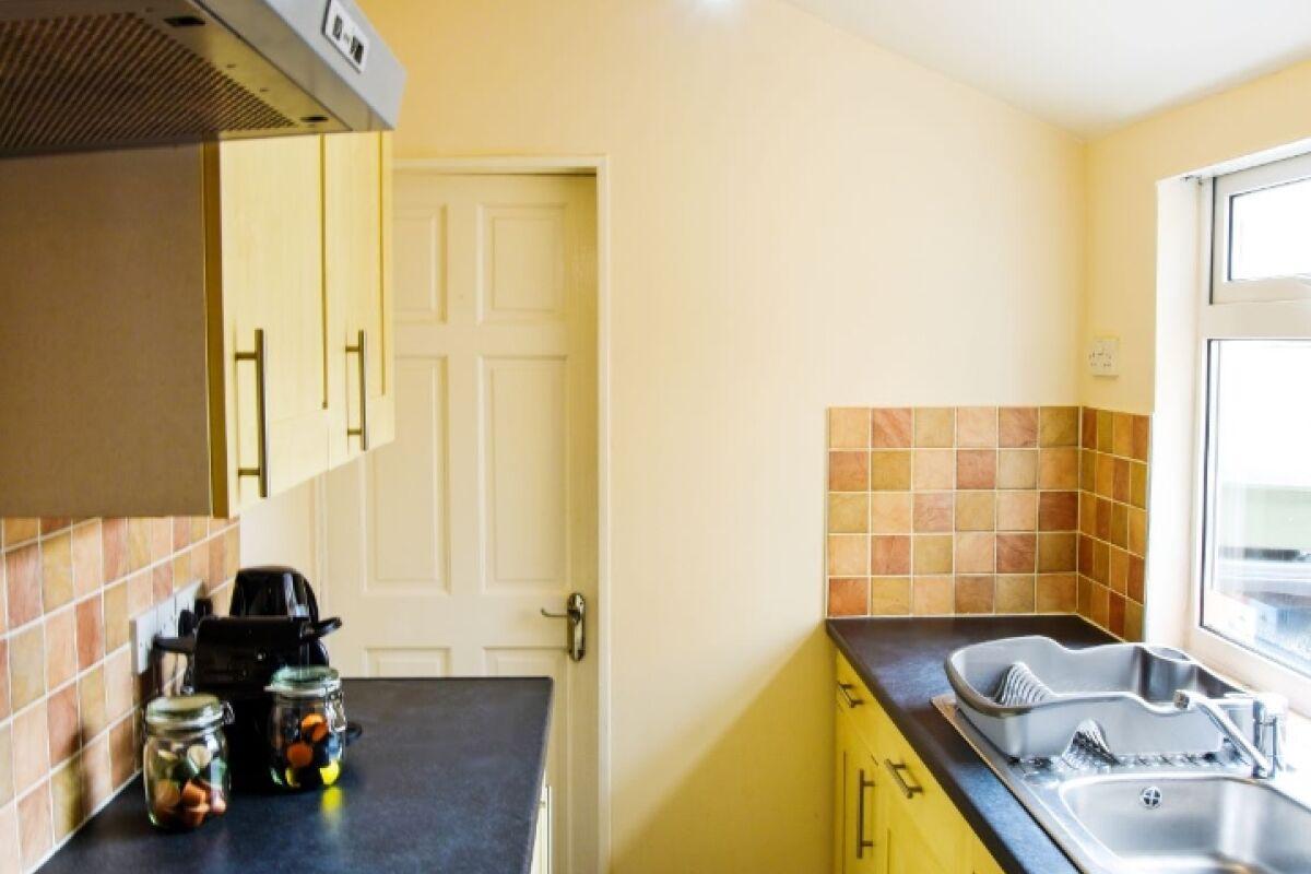 Kitchen, Sonder House Serviced Accommodation, Luton