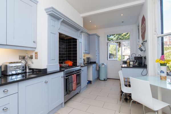 Kitchen, Eton House Serviced Accommodation, East Finchley