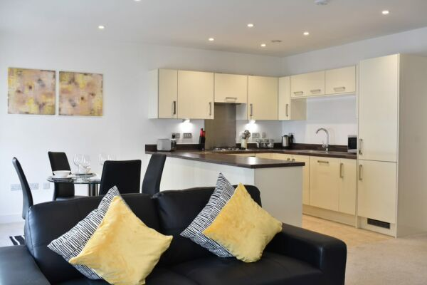 Kitchen and Living Area, Regency Place Serviced Accommodation, Cheltenham