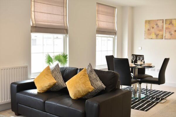 Living and Dining Area, Regency Place Serviced Accommodation, Cheltenham