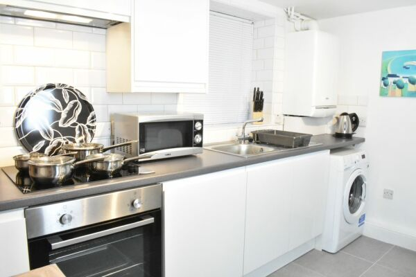 Kitchen, Montpellier Villas Serviced Apartment, Cheltenham