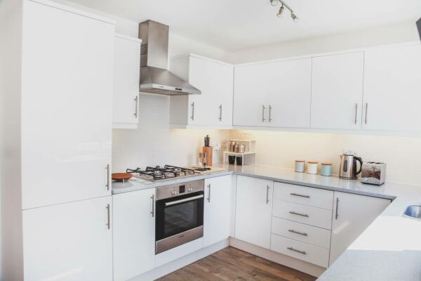 Kitchen, Broomhill House Serviced Accommodation, Poole