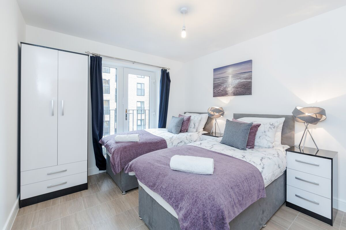 Bedroom, Image Court Serviced Apartments, Romford