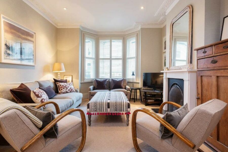 Harbut Road Accommodation - Battersea, South West London