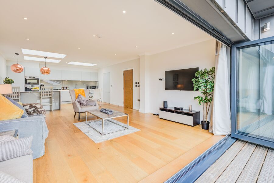 Concord House Apartments - Brentford, West London