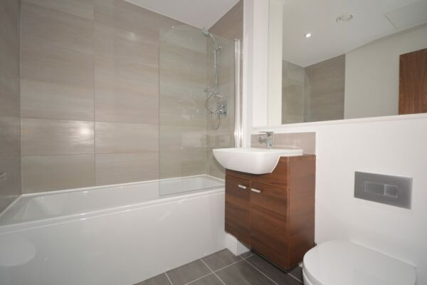 Bathroom, The Strand Serviced Apartment, Liverpool