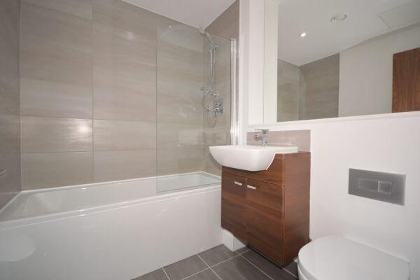 Bathroom, The Strand Serviced Apartment, Liverpool