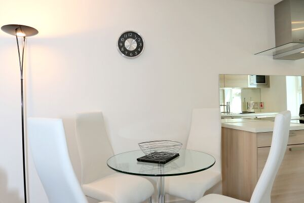 Dining Area, Chapel Street Serviced Apartments, Aberdeen