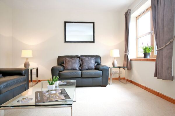 Living Area, Willowbank Road Serviced Apartments, Aberdeen