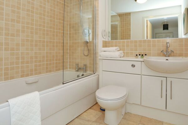 Bathroom, Dee Village Serviced Apartments, Aberdeen