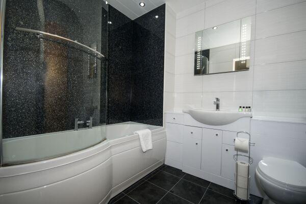 Bathroom, Portland Street Serviced Apartments, Aberdeen