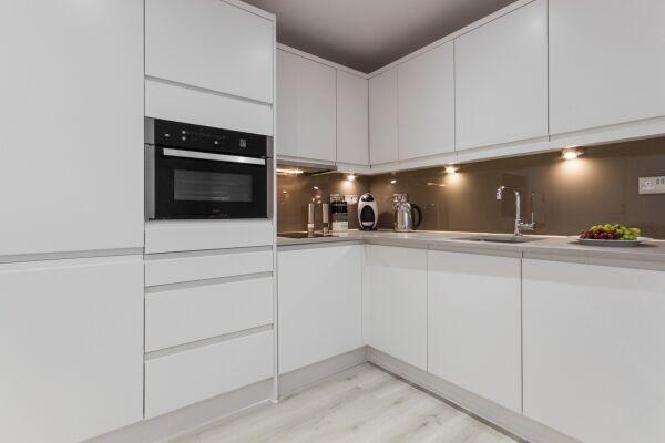 Kitchen, Midsummer Mews Serviced Apartments, Cambridge
