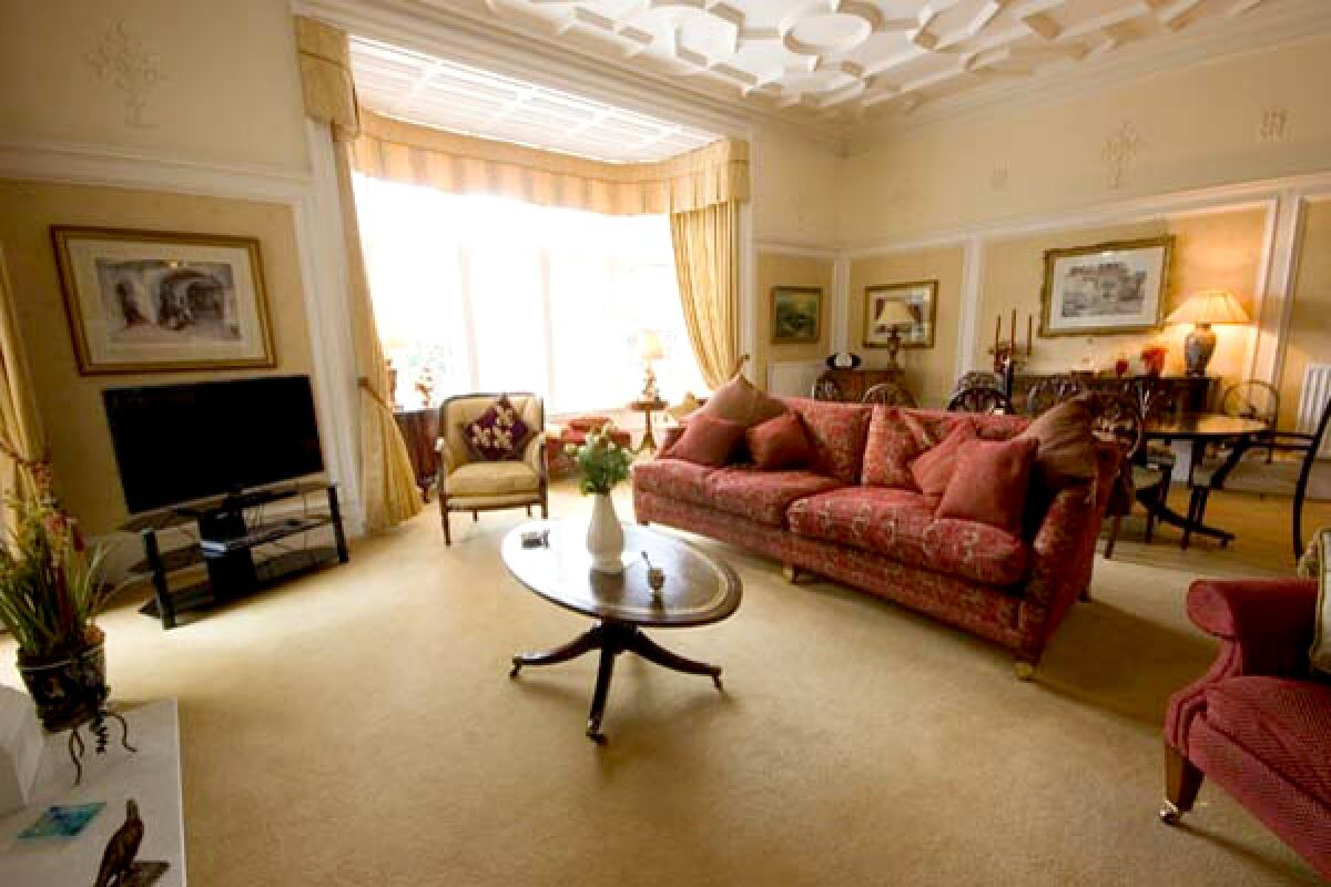 Living Area, Springwood Avenue Serviced Apartment, Stirling