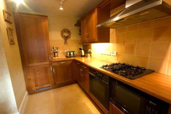 Kitchen, Springwood Avenue Serviced Apartment, Stirling