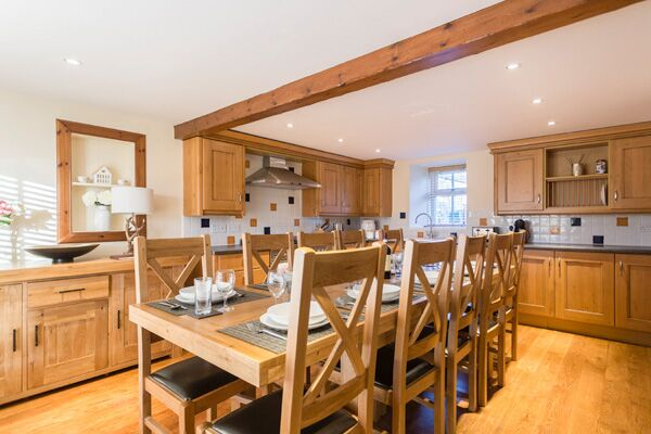 Kitchen and Dining Area, Lallybroch House Serviced Accommodation, Stirling