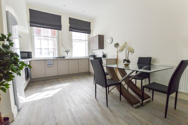 Kitchen and Dining Area, Friar Lane Chambers Serviced Accommodation, Leicester