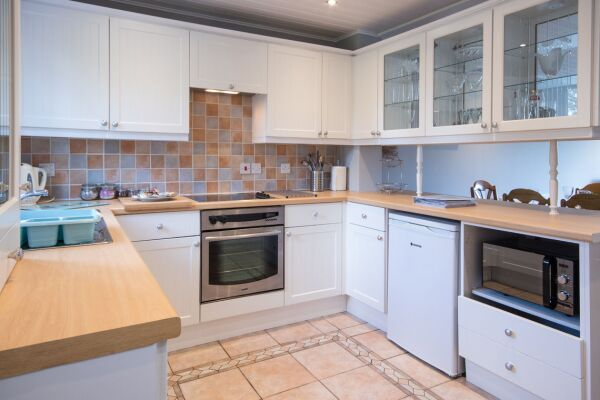 Kitchen, Irel Serviced Accommodation, Cirencester