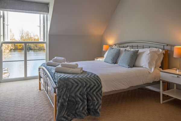 Bedroom, Irel Serviced Accommodation, Cirencester