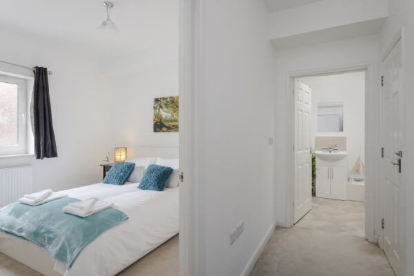 Bedroom, Highview Court Serviced Apartments, Luton