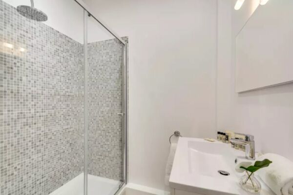 Bathroom, Saint Germain Serviced Apartments, Paris