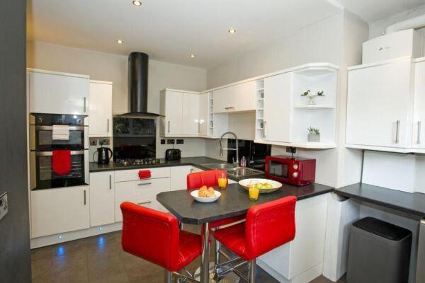 Kitchen, Gardens View Serviced Apartment, Bournemouth