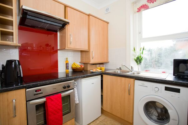 Kitchen, Gardens View Serviced Apartment, Bournemouth
