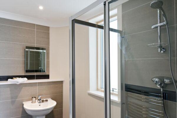 Bathroom, Byron House Serviced Apartments, Cambridge