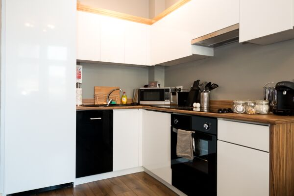 Kitchen, Fitzhamon Serviced Apartments, Cardiff