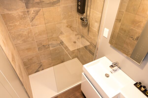 Bathroom, Fitzhamon Serviced Apartments, Cardiff