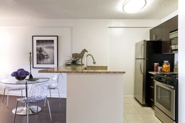Kitchen and Dining Area, The Metro Serviced Apartments, White Plains, New York