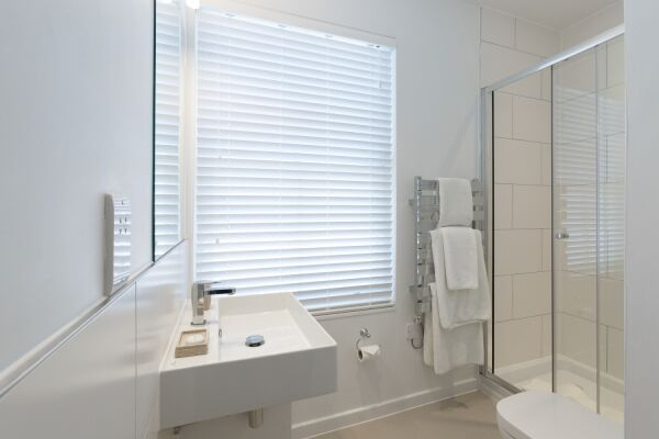 Bathroom, Devonshire Road Serviced Apartments, Cambridge