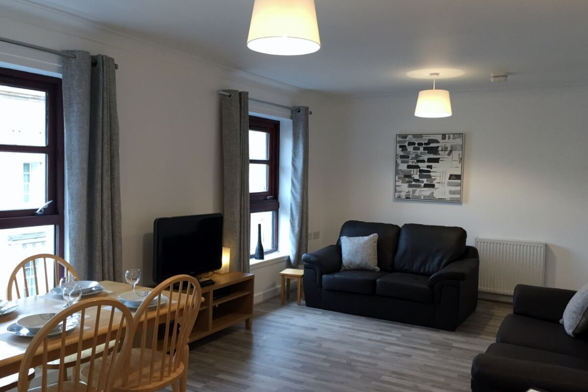 Living and Dining Area, Greyfriars Serviced Apartment, Glasgow