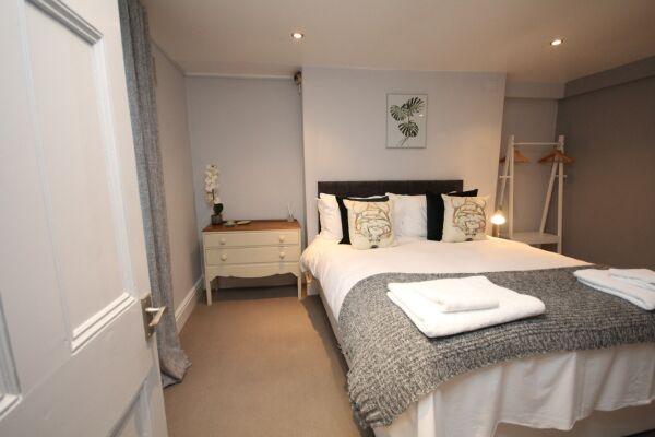 Bedroom, The Jephson Apartment, Serviced Accommodation, Lemington Spa