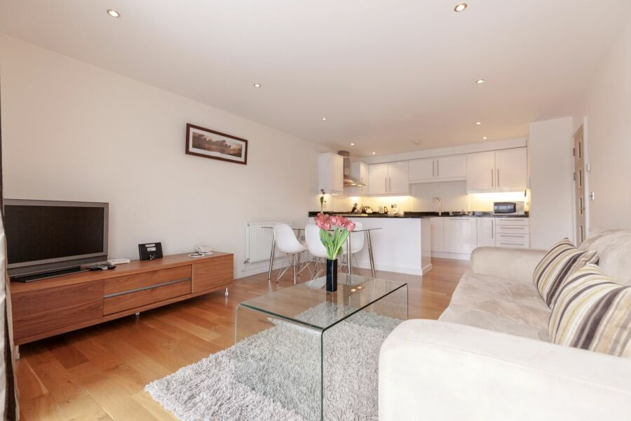 Marquis Court Apartment - Epsom, United Kingdom
